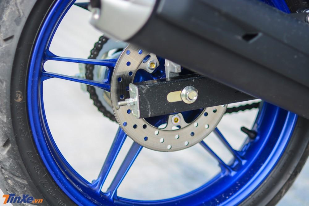 Đĩa trước có đường kính 245 mm và phía sau là 203 mm trên Yamaha Exciter 150 2019