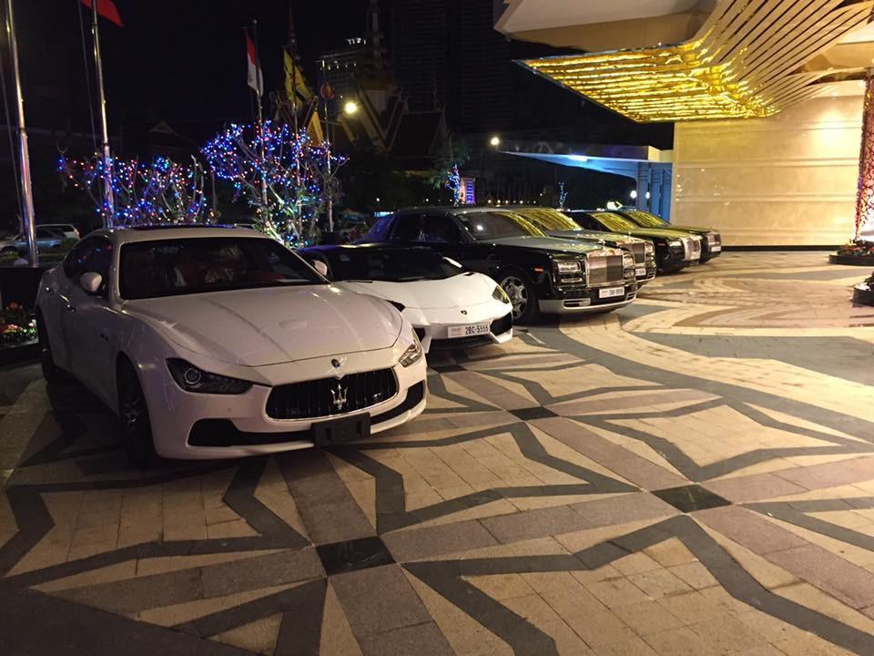 Choáng với dàn siêu xe và xe Rolls-Royce biển tứ quý xếp hàng dài tại casino Campuchia