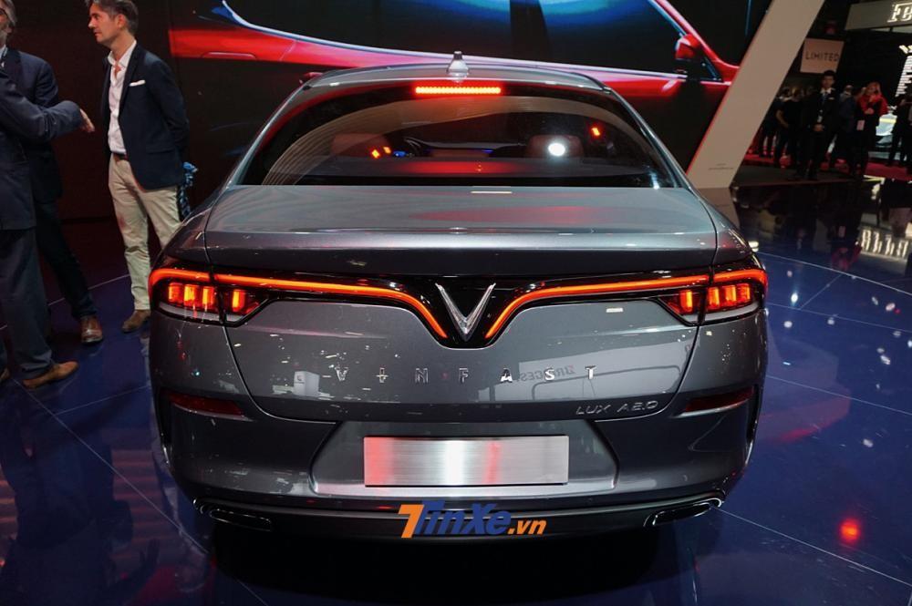 Cập nhật giá xe VinFast LUX A2.0 mới nhất hôm nay