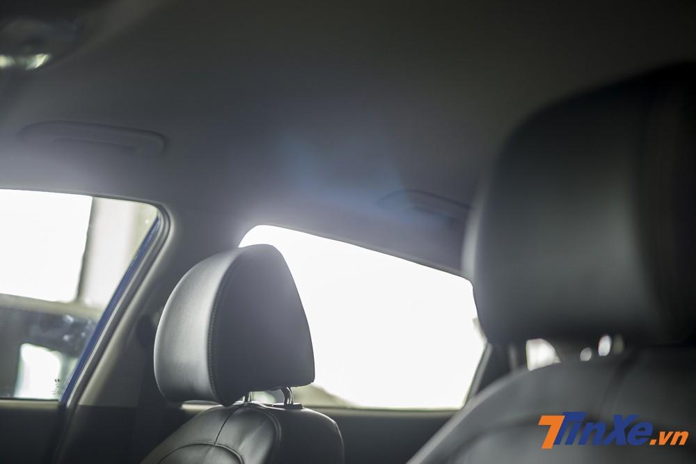 Thiếu vắng cửa sổ trời toàn cảnh Panorama nhưng Hyundai Kona 2.0AT đặc biệt vẫn đủ tiện nghi cho mọi hành khách trong xe..