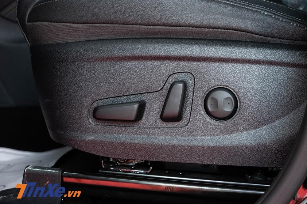 Ghế lái chỉnh điện nhưng phải đến bản Premium mới có chức năng nhớ vị trí