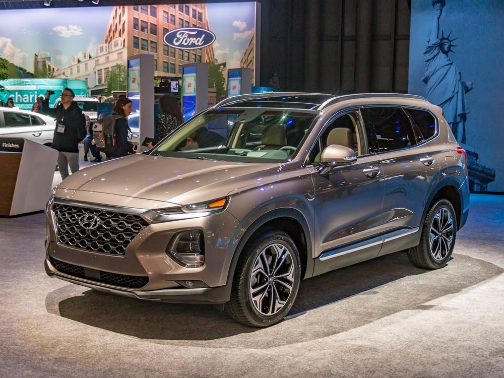 Hyundai Santa Fe 2019 màu vàng cát
