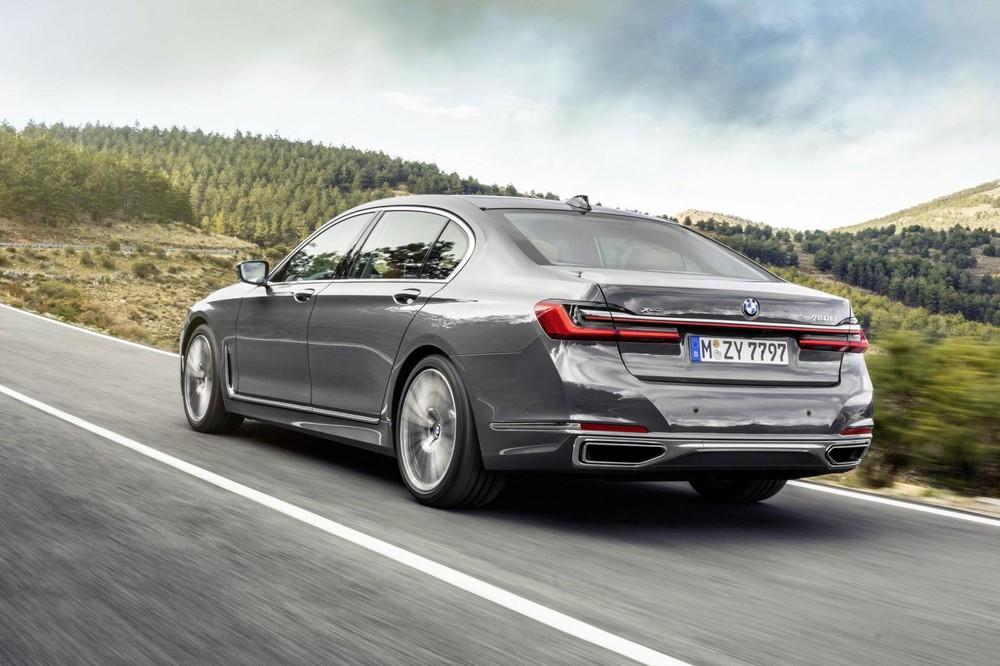 BMW 750i xDrive và 750Li xDrive 2020 dùng động cơ xăng V8 mới phát triển