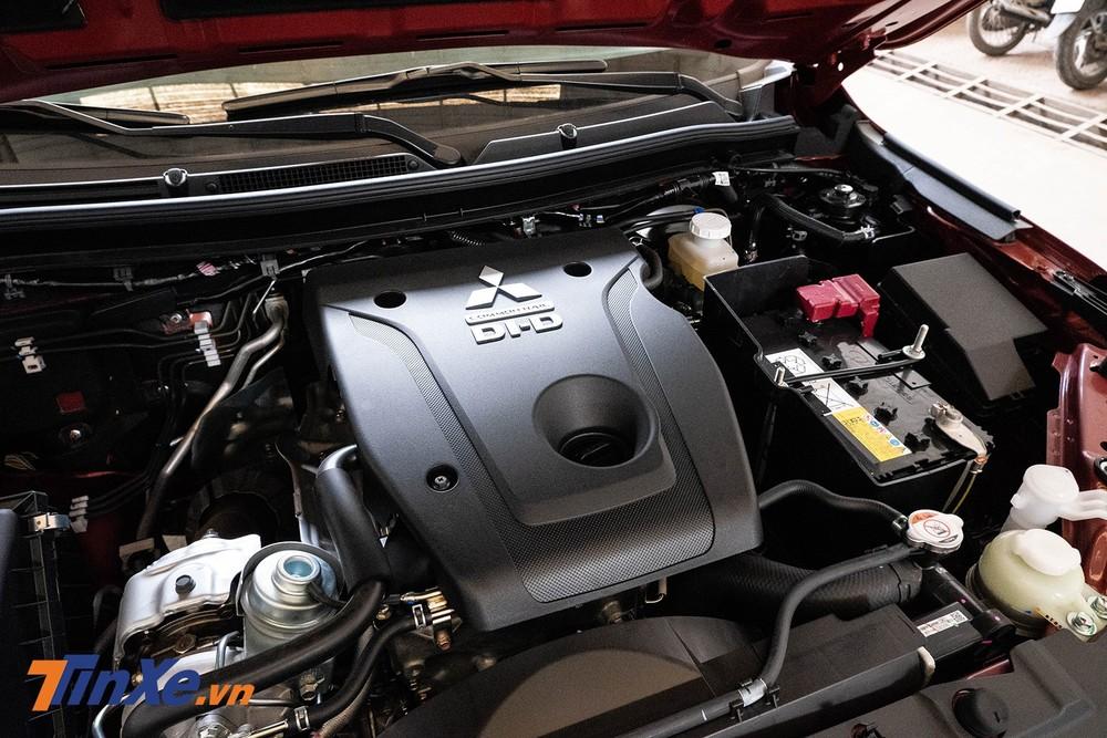 Xe được trang bị động cơ dầu 2.4L