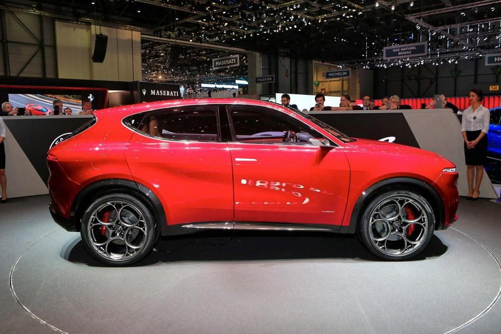 Alfa Romeo Tonale tuy là xe ý tưởng nhưng cũng là lời cảnh báo cho Mercedes-Benz GLA hay BMW X1