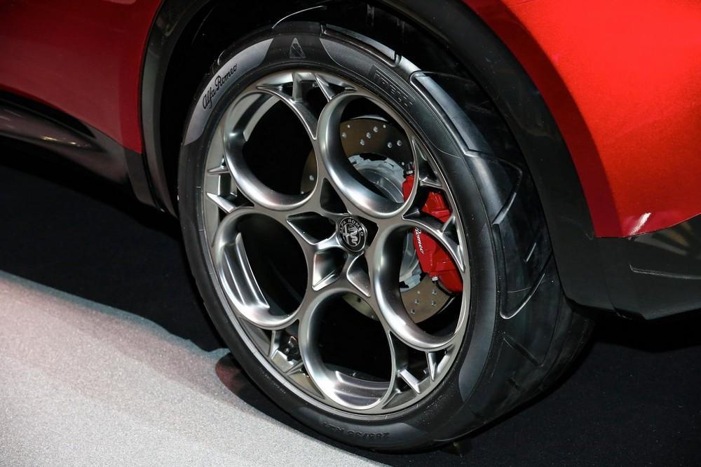 Mâm thiết kế 5 vòng tròn trên Alfa Romeo Tonale Concept