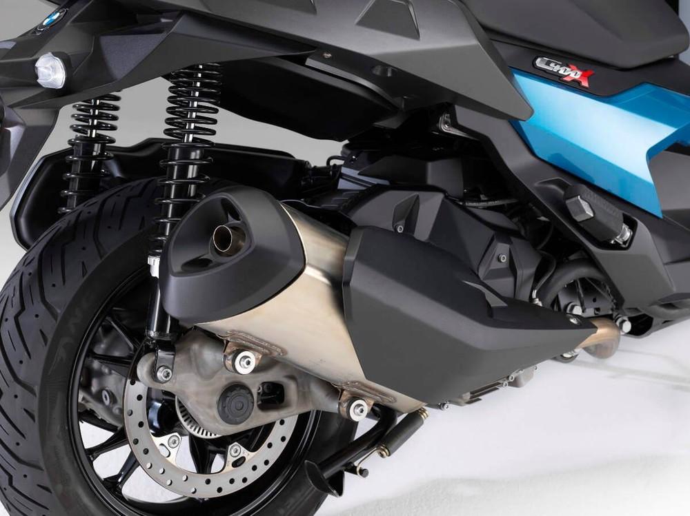 Hệ thống chống bó cứng phanh ABS là trang bị tiêu chuẩn của xe
