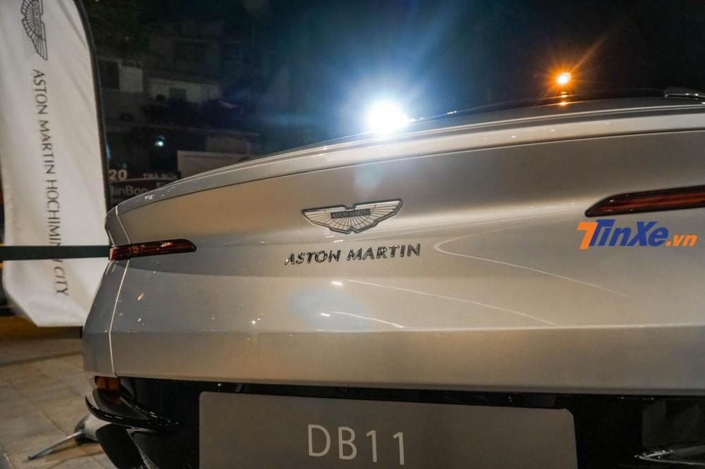 Đuôi xe của Aston Martin V11 V8 vừa sexy nhưng cũng đầy dữ dằn