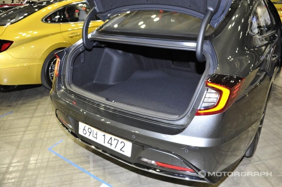Khoang hành lý phía sau của Hyundai Sonata 2020