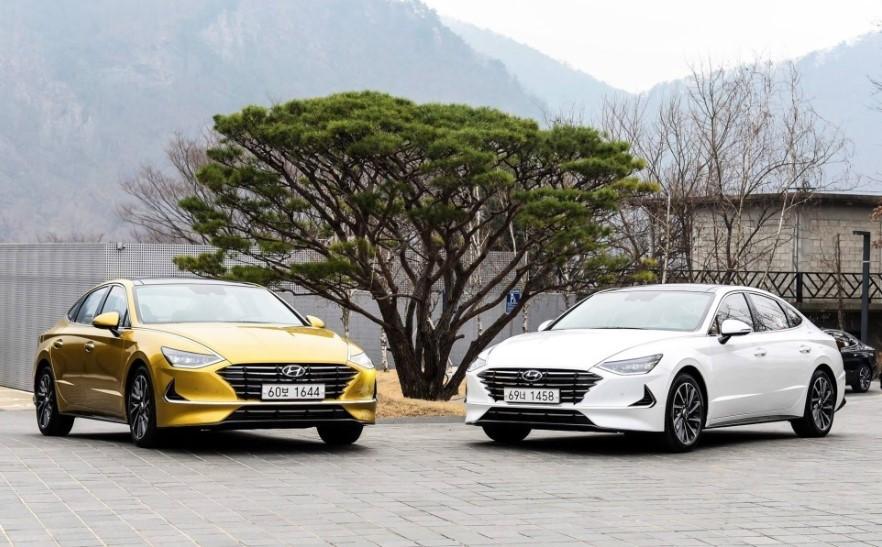 Hyundai Sonata 2020 màu vàng và trắng