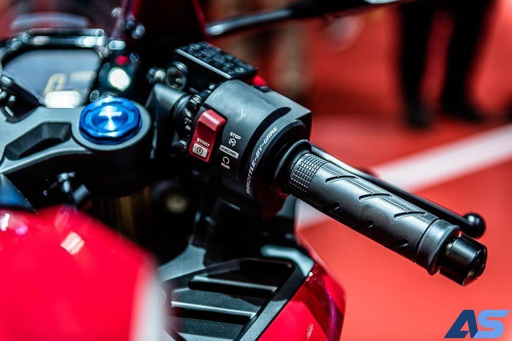 Xe trang bị ga điện tử, cho phép xe vận hành với 3 chế độ Comfort, Sport và Sport+