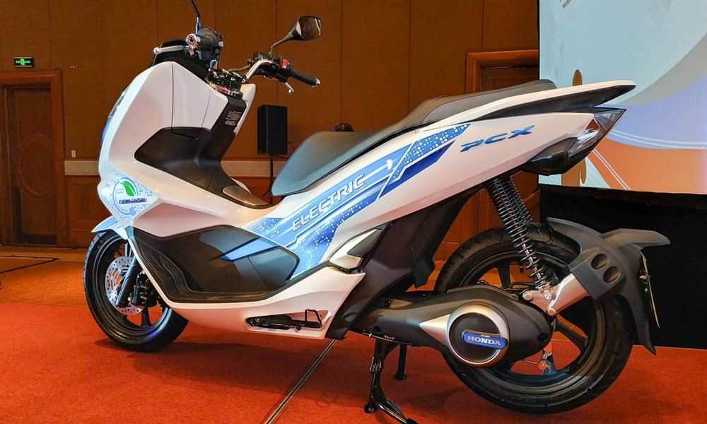 Honda PCX Electric was brought back to Vietnam to study electric vehicle trends