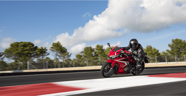 Honda CBR500R 2019 có tư thế ngồi khá thoải mái