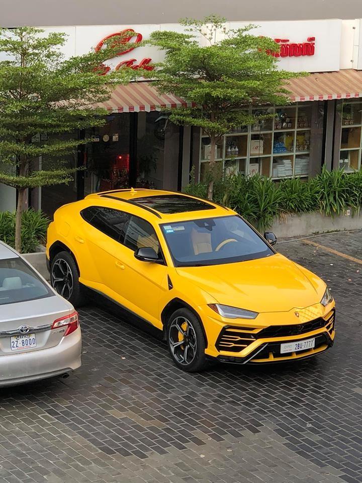 Lamborghini Urus màu vàng khác nhưng đeo biển tứ quý 7