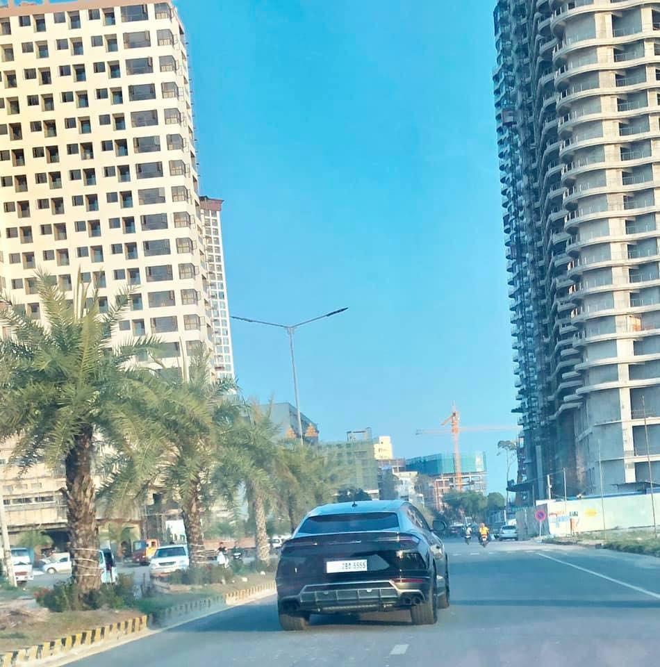 Biển số tứ quý 5 được nhìn thấy trên 1 chiếc Lamborghini Urus mang màu sơn đen