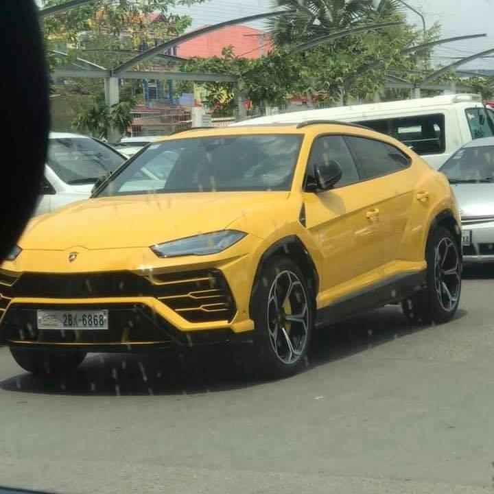 Và cuối cùng là 1 chiếc Lamborghini Urus màu vàng đeo biển cặp 68 hay còn gọi là biển lộc phát
