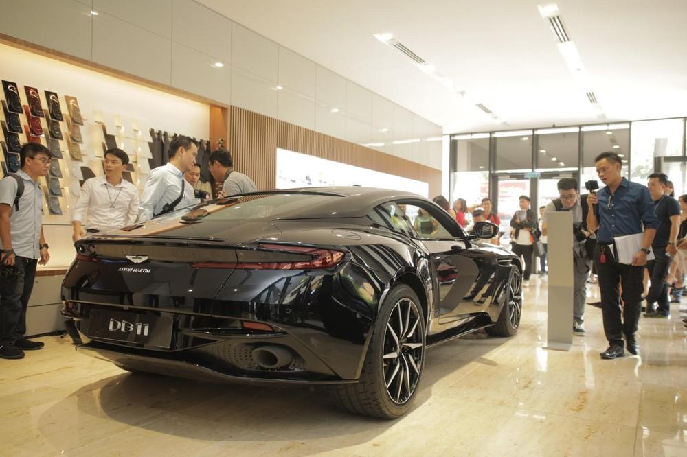Siêu xe Aston Martin DB11 V8 có giá chính hãng 15,686 tỷ đồng