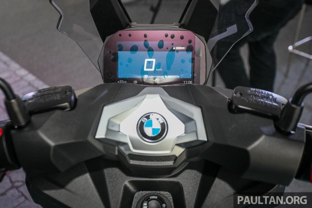 Bảng đồng hồ của xe là loại màn hình kỹ thuật số