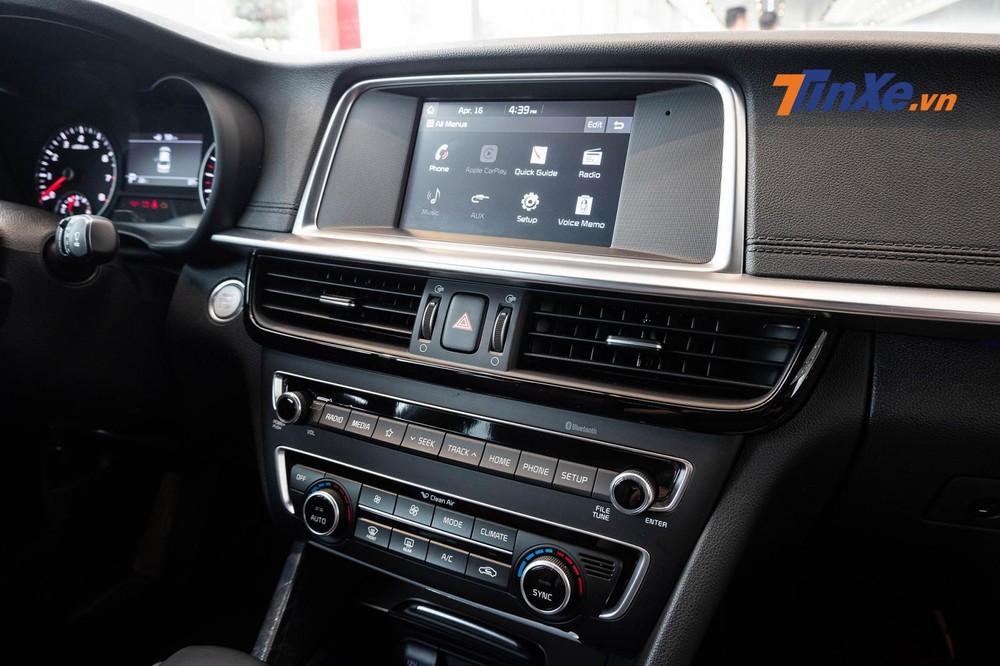 Điểm đáng tiếc ở Kia Optima 2019 bản 2.4 GT-Line chính là sự biến mất của giàn âm thanh 10 loa Harman