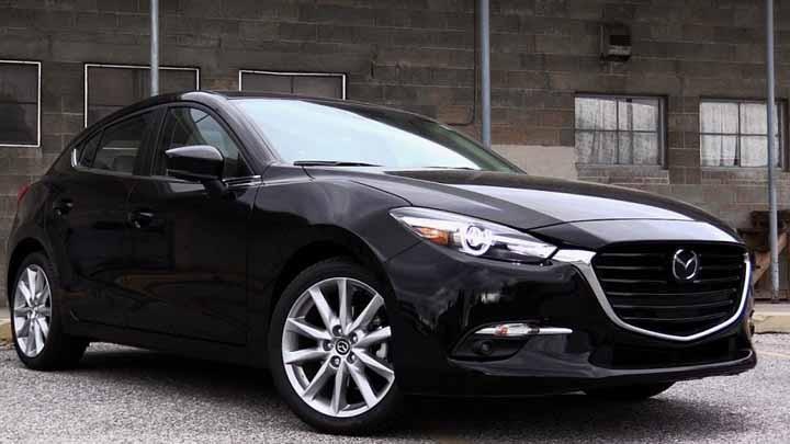 Mazda3 màu đen