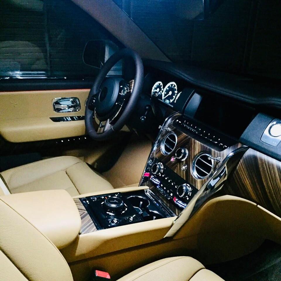 Khoang lái Rolls-Royce Cullinan rao bán hơn 17 tỷ đồng