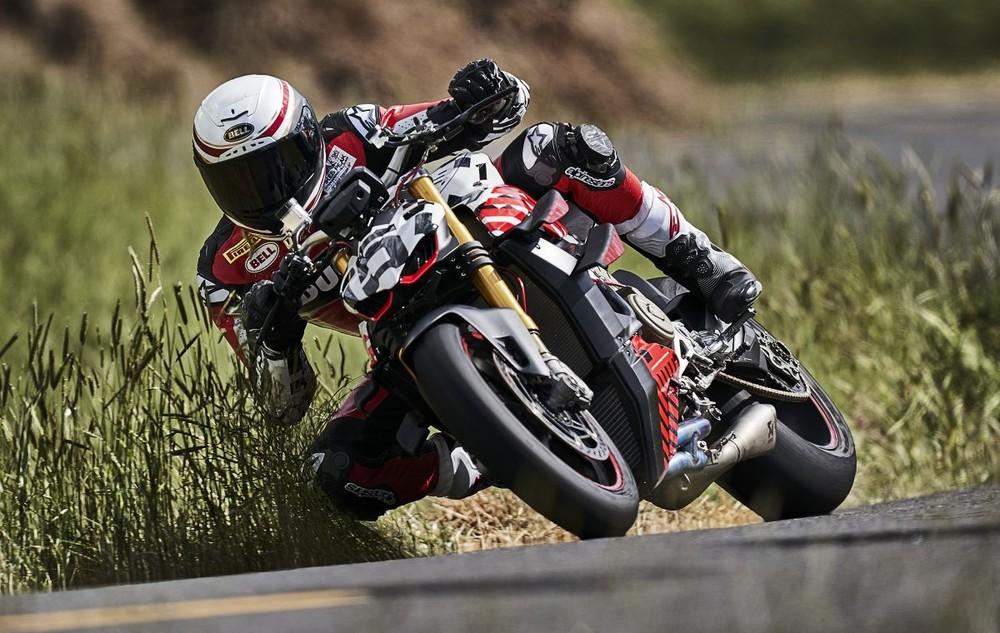 Yếm xe được tích hợp cánh gió như xe đua MotoGP