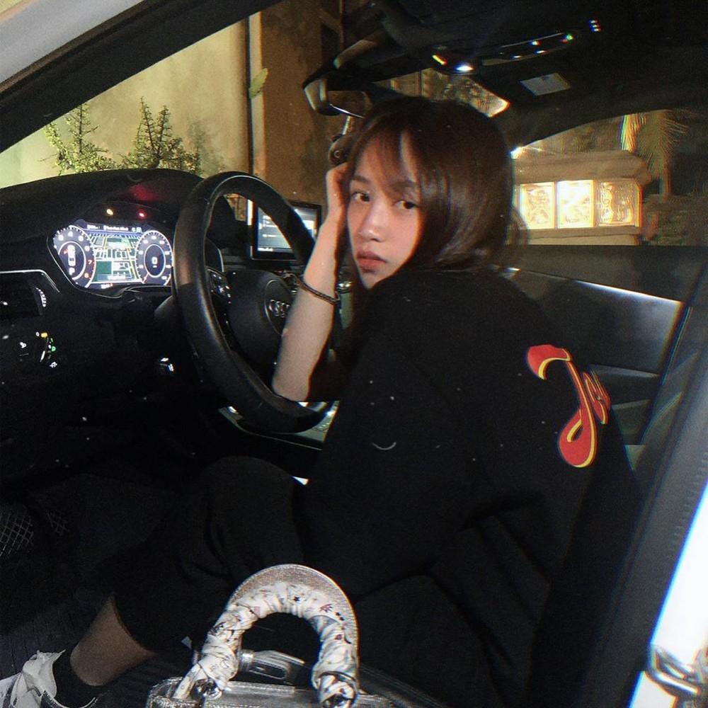 Trong khoang lái một chiếc Audi