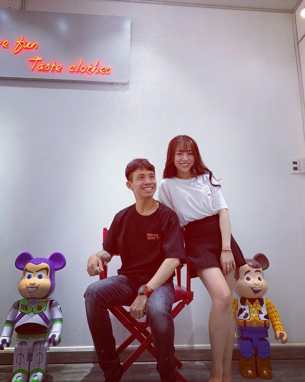 Minh Nhựa lần đầu chia sẻ hình ảnh cô con gái lớn nhân dịp mở shop quần áo