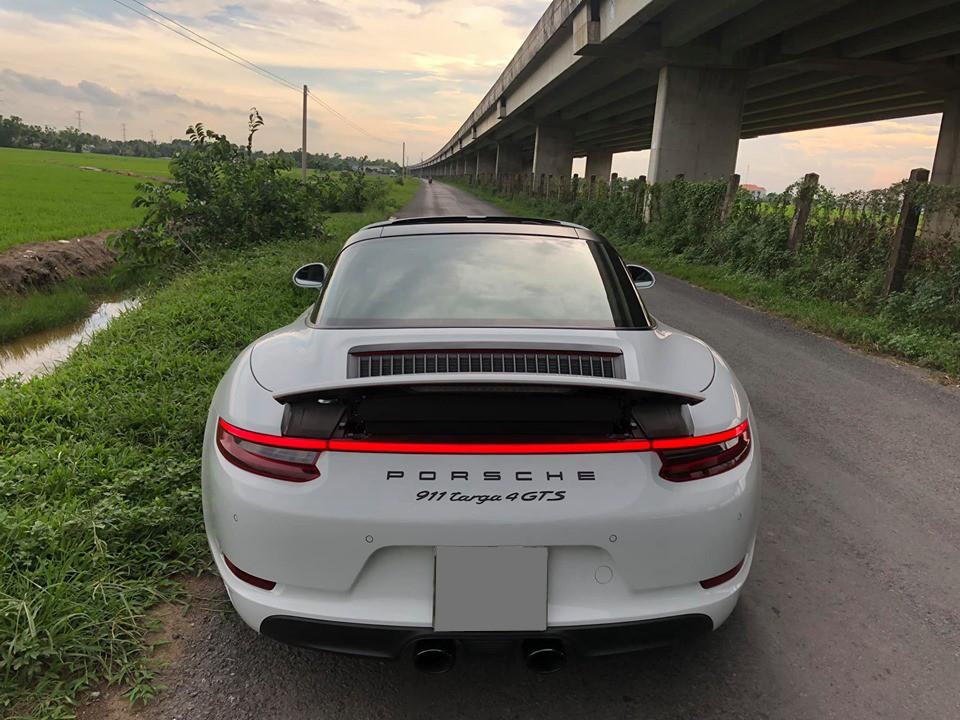 Porsche 911 Targa 4 GTS 2018 có đèn hậu LED rất tinh tế