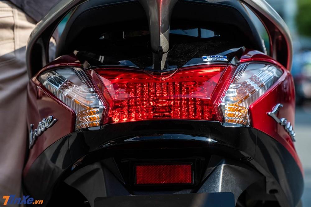 Đuôi xe mang đậm thiết kế của Yamaha Acruzo