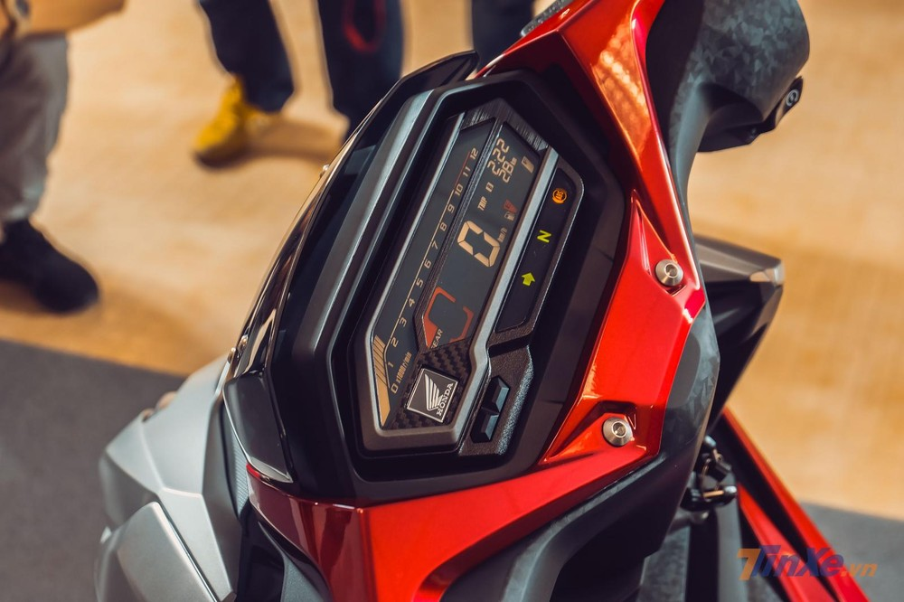 Bảng đồng hồ kỹ thuật số trên Honda Winner X