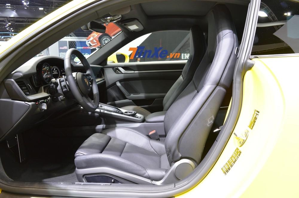 Còn đây là nội thất của Porsche 911 Carrera S 2020