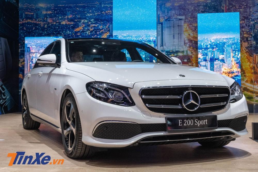 Mercedes-Benz E 200 Sport 2019 về cơ bản là phiên bản E 200 được nâng cấp thêm một số trang bị