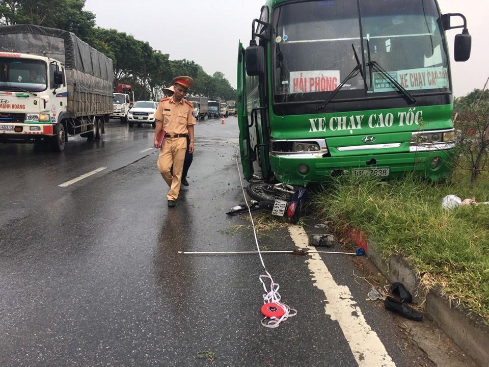 Hiện trường vụ tai nạn giao thông trên đại lộ Thăng Long