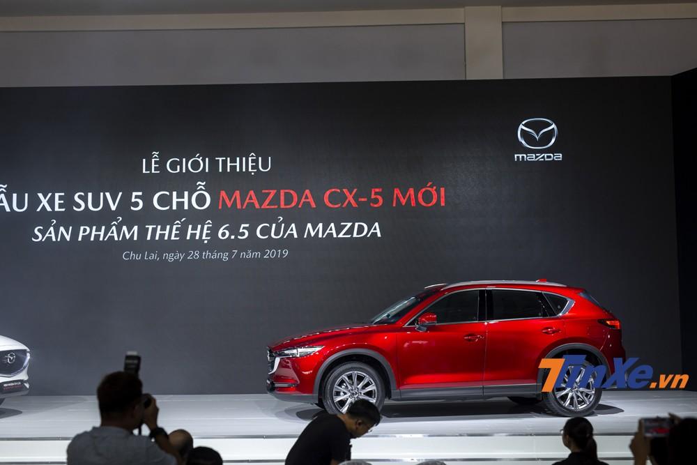 Ở thế hệ 6.5, Mazda CX-5 được nâng cấp nhiều tiện nghi, an toàn và thay đổi nhẹ ở diện mạo bên ngoài.
