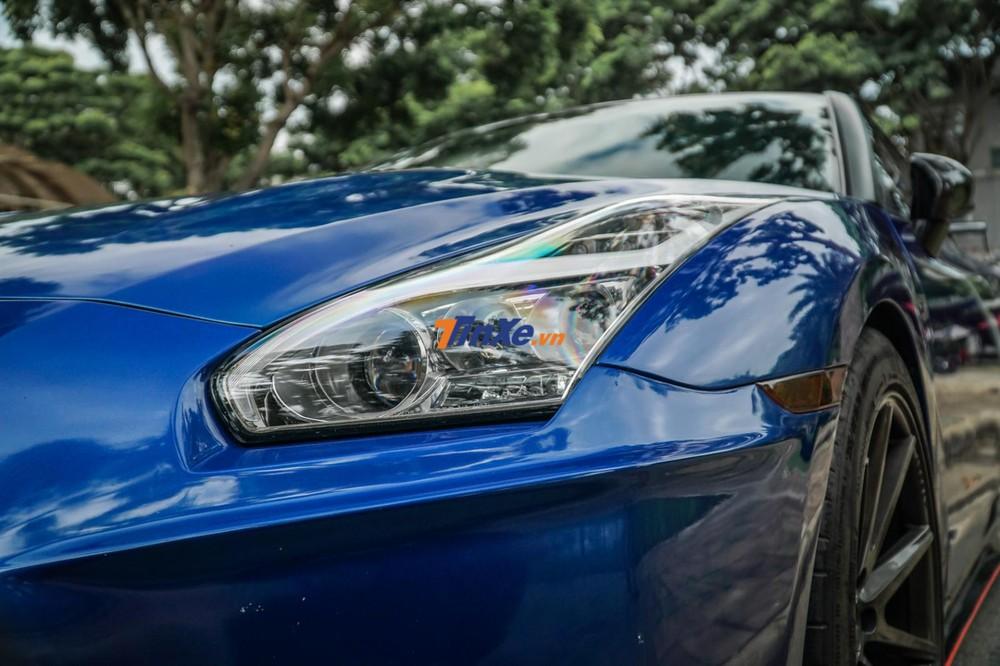 Đèn pha của chiếc Nissan GT-R R35 độ body kit Nismo