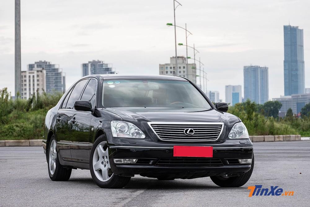 Sau 13 năm, Lexus LS 430 2006 vẫn giữ được vẻ đẹp sang trọng vốn có