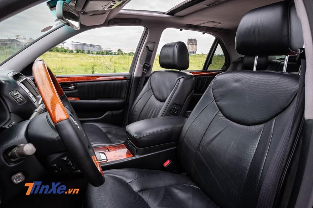 Hàng ghế trước có chỉnh điện và đầy đủ tính năng làm mát cũng như sưởi ấm
