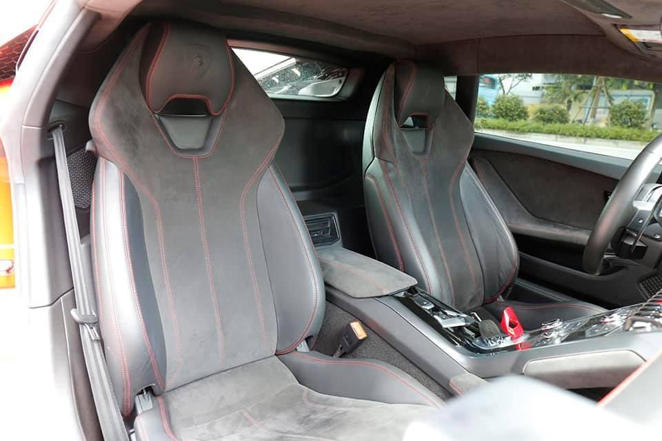 Cận cảnh nội thất siêu xe Lamborghini Huracan LP580-2 đang rao bán 13,5 tỷ đồng