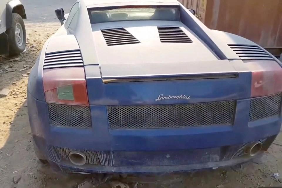 Những chiếc siêu xe bị vứt bỏ mang nhiều thương hiệu nổi tiếng như Ferrari hay Lamborghini
