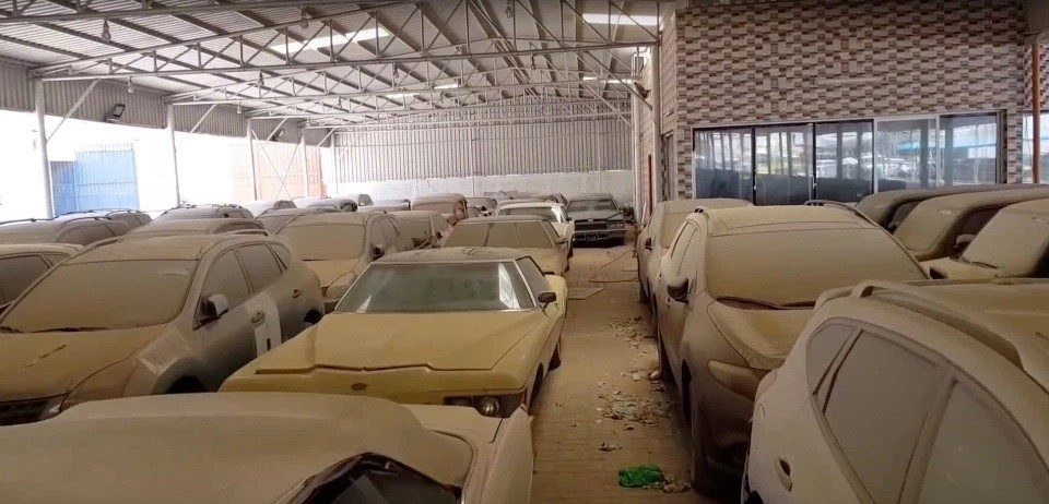 Vướng vào nợ nần và sợ ngồi tù, nhiều đại gia đã vứt bỏ những chiếc xe này ở UAE