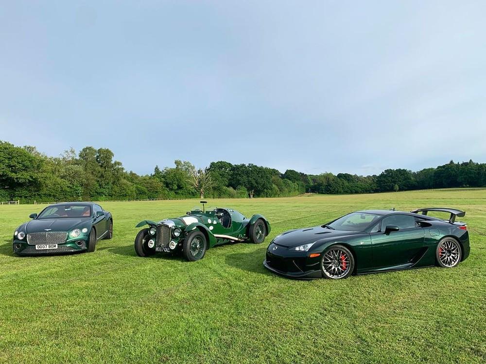 Lexus LFA của thiếu gia 24 tuổi Thái Lan cùng 2 chiếc Bentley mang màu xanh