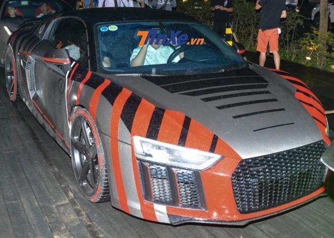 Siêu xe Audi R8 V10 PLus lúc còn mang bộ áo do thợ Tây Ban Nha thực hiện cho Cường Đô-la