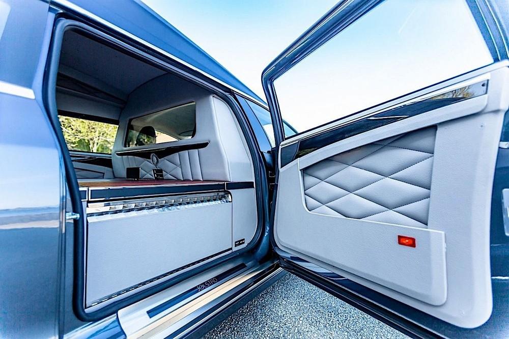 Nội thất bên trong xe đã được thay đổi rất nhiều so với nguyên bản
