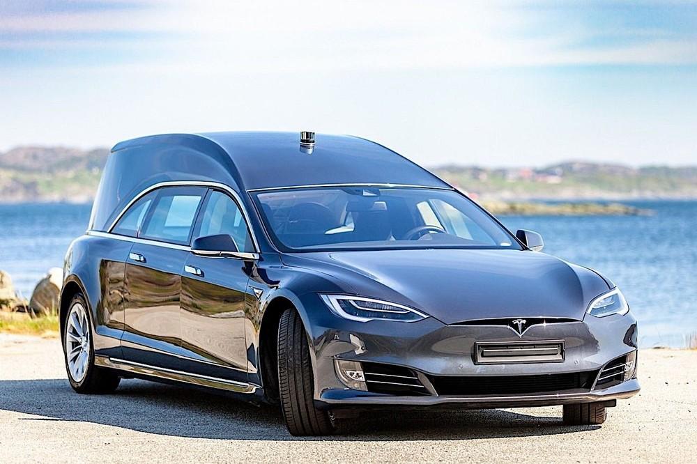 Chuyển đổi một chiếc Tesla Model S thành một chiếc xe tang là một điều ít ai ngờ tới