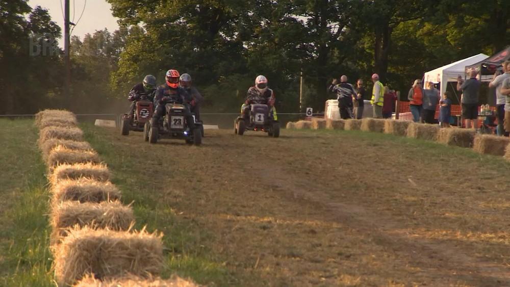 Cuộc đua diễn ra trong 12 giờ liên tục, thử thách sức chịu đựng của cả người lái lẫn xe