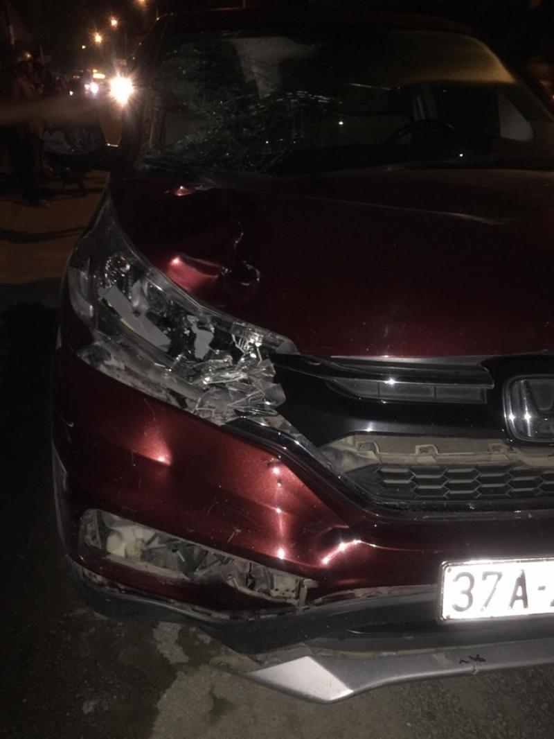 Chiếc Honda CR-V bị vỡ đầu xe sau vụ tai nạn
