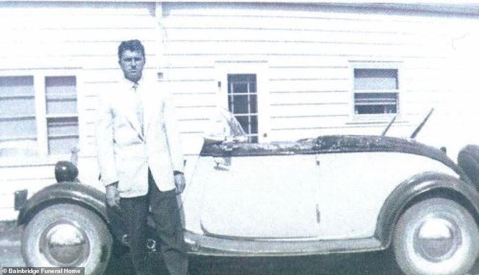 Ông Graham đam mê sưu tập ô tô từ khi còn trẻ