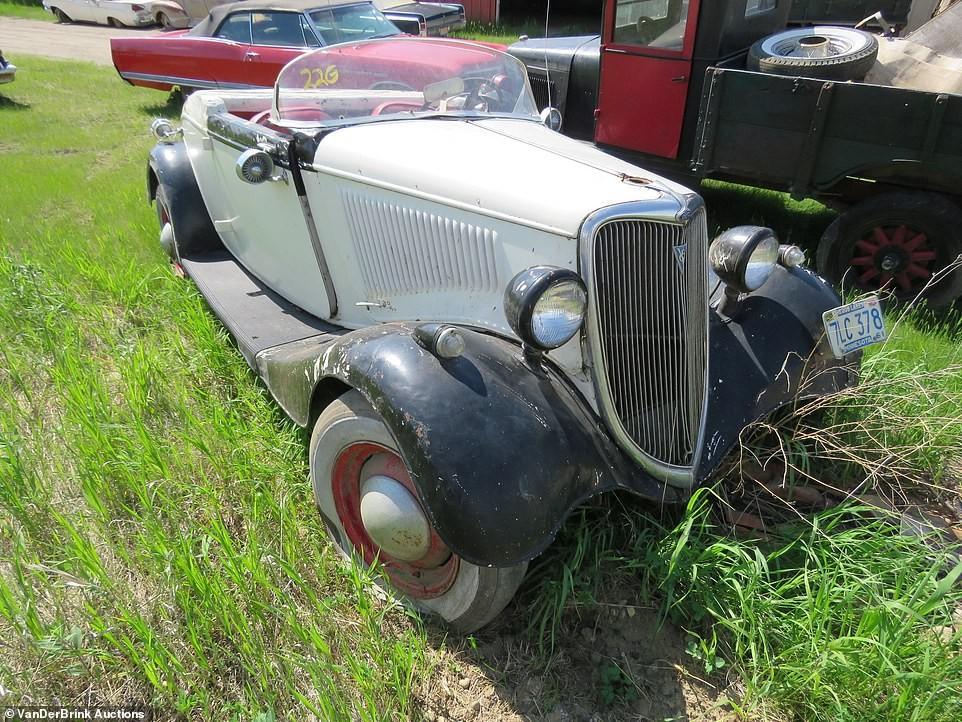 Chiếc Ford Coupe được biến thành xe mui trần của ông Graham