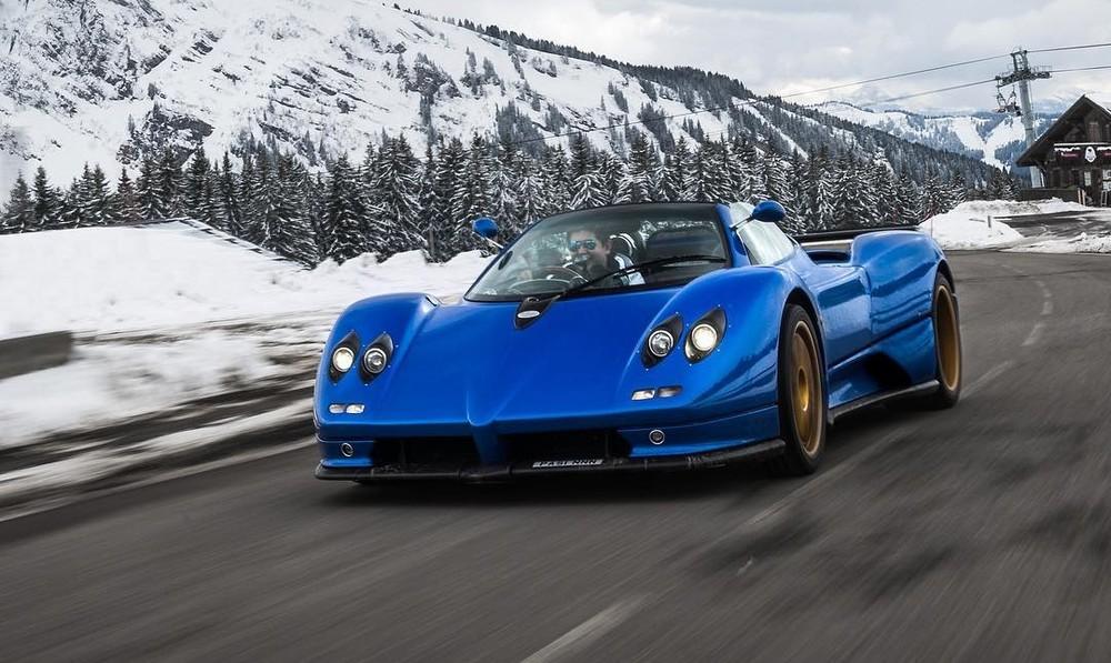 Chiếc Pagani Zonda S Roadster của Pasin Lathouras có màu xanh dương rất đẹp mắt